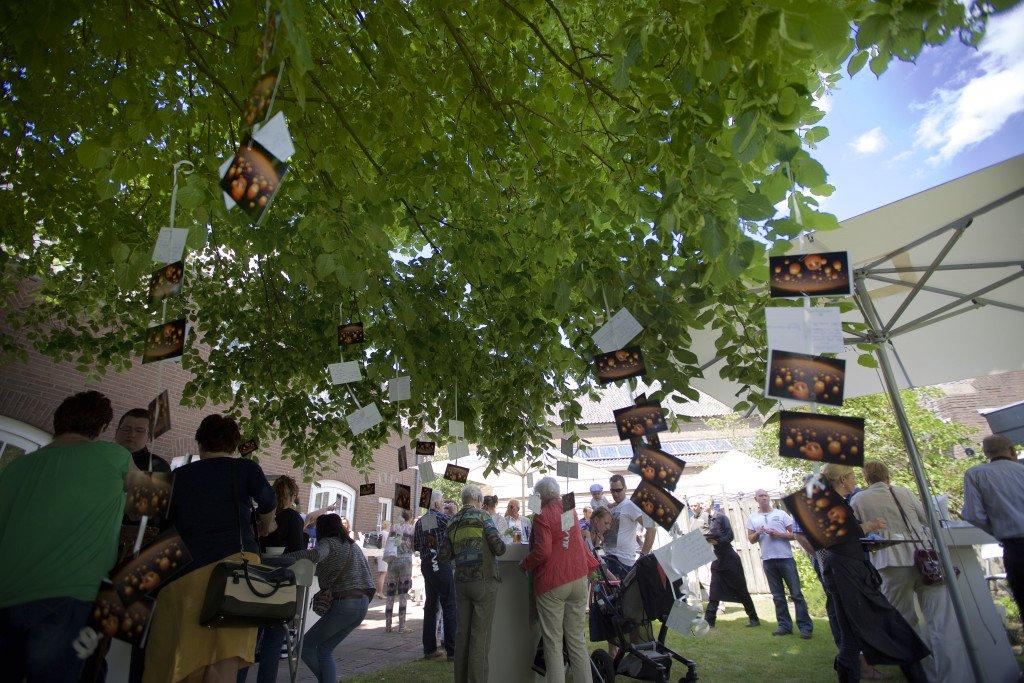 De open dag bij Paulien Graves Uitvaartcentrum was druk bezocht. Foto door: Paula van der Meeren (Sjootsz Photography) en Levin den Boer (Fotopersbureau LDB Production)